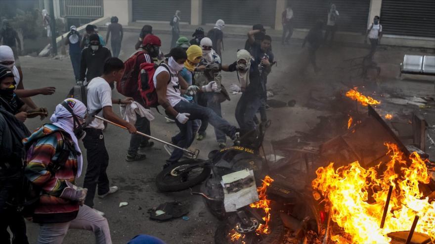 """Безредиците в каракас през февруари 2014-та, довели до 43-ма убити и """"вдъхновени"""" от Леополдо Лопес, много напомняха на тазгодишните. Снимка: Hispan TV"""