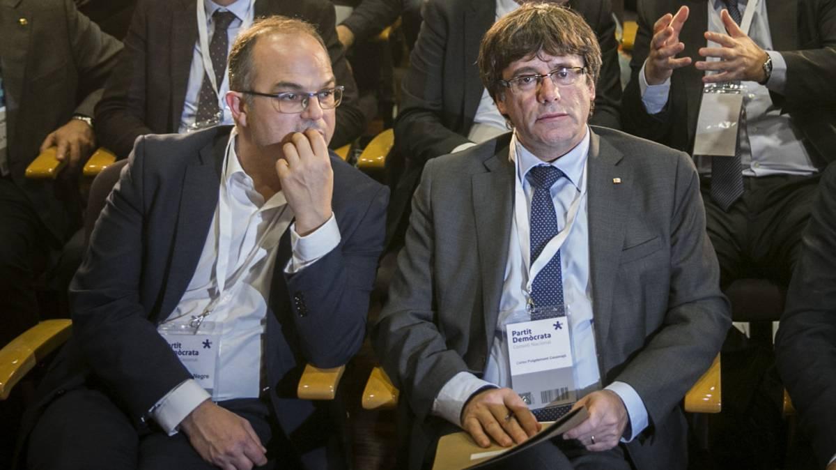 Каталунският премиер Карлес Пучдемон и говорителят на кабинета му Жорди Турул. Снимка: La Vanguardia