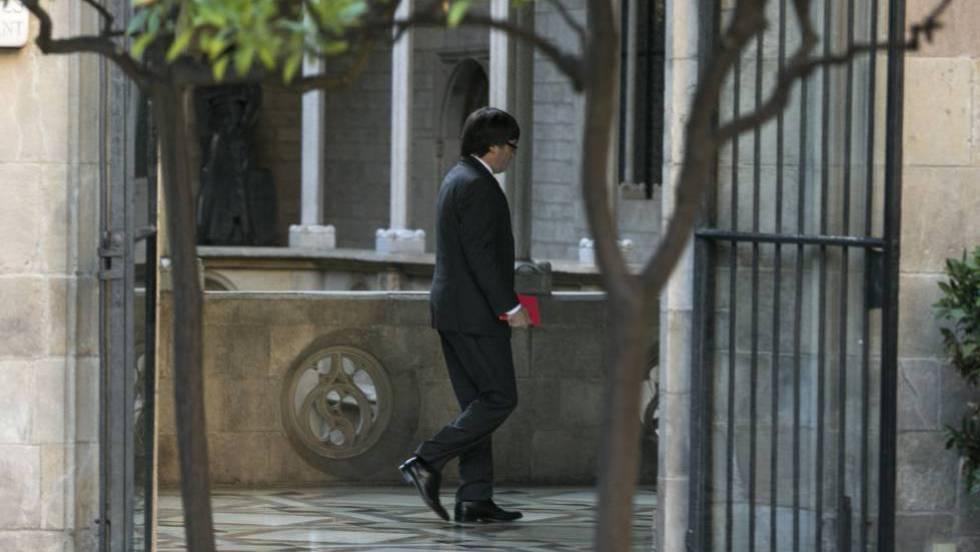 Каталунският премиер Карлес Пучдемон отмени обръщението си, в което се канеше да обяви не независимост, а автономни избори. Снимка: El Pais