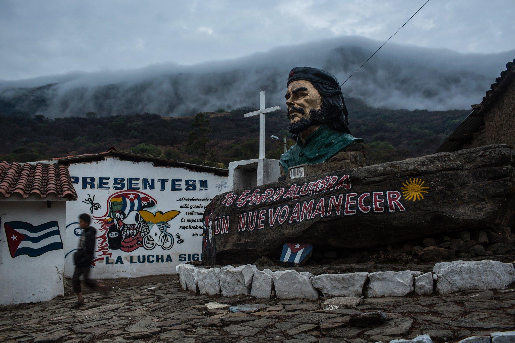 Паметник на Че Гевара в селцето Игера, направен от самите селяни. Снимка: Resumenlatinoamericano