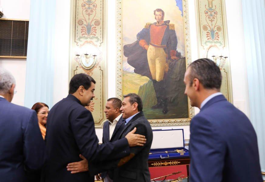 Срещата между Мадуро и тримата опозиционни губернатори е сърдечна и приятелска. Снимка: El Mundo