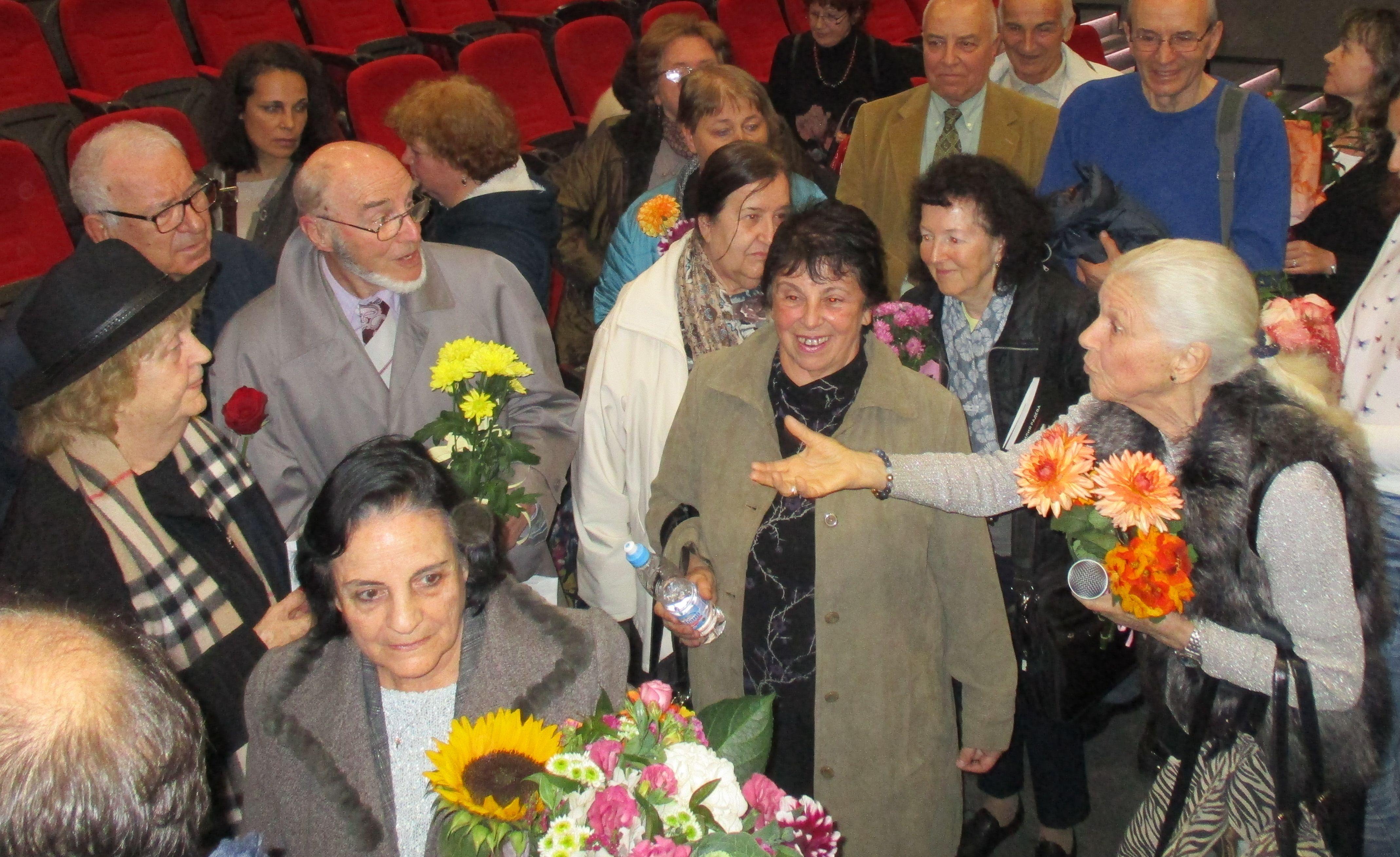 Закачките между Емилия Радева и Татяна Лолова продължиха и след края на бенефиса. Снимка: Къдринка Къдринова
