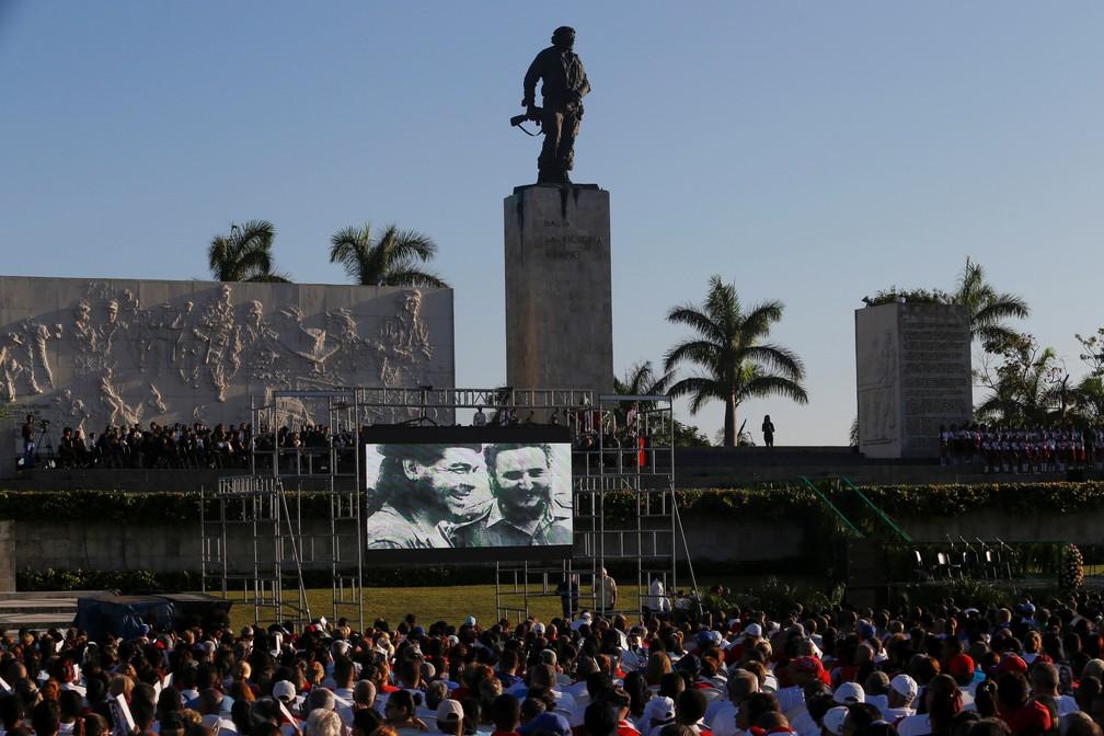 Момент от възпоменанието в кубинския град Санта Клара–край мерориала на Че и другарите му. Снимка: Granma