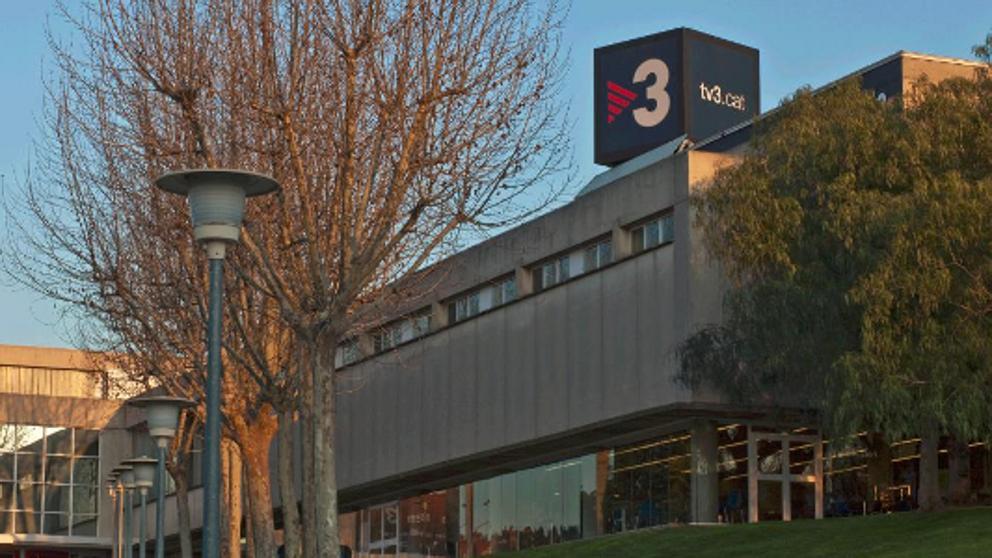 Централата на каталунската телевизия TV3, смятана за рупор на привържениците на независимостта. Снимка: La Vanguardia