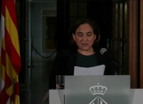Кметицата на Барселона Ада Колау по време на изявлението си. Снимка: Diario16