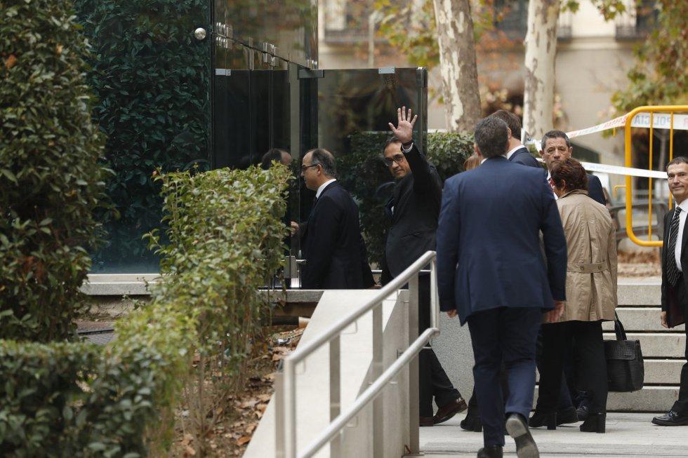 Членовете на каталунския кабинет влизат в сградата на Националното следствие в Мадрид. Снимка: El PaisЧленовете на каталунския кабинет влизат в сградата на Националното следствие в Мадрид. Снимка: El Pais
