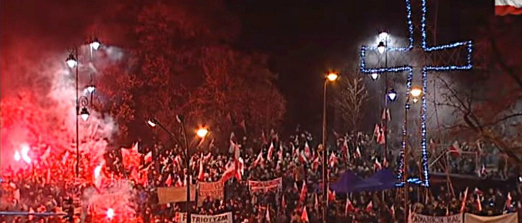 """""""Марш на независтимостта"""" минути преди да започнат бруталните сблъсъци. Източник: Strajk.eu"""