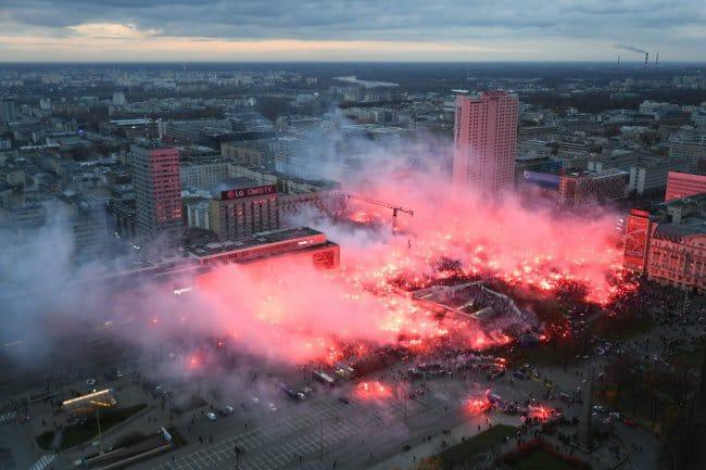 """Гледка към центъра на Варшава в началото на тазгодишния """"Марш на независимостта"""", източник: Facebook, https://goo.gl/9H1wfz"""