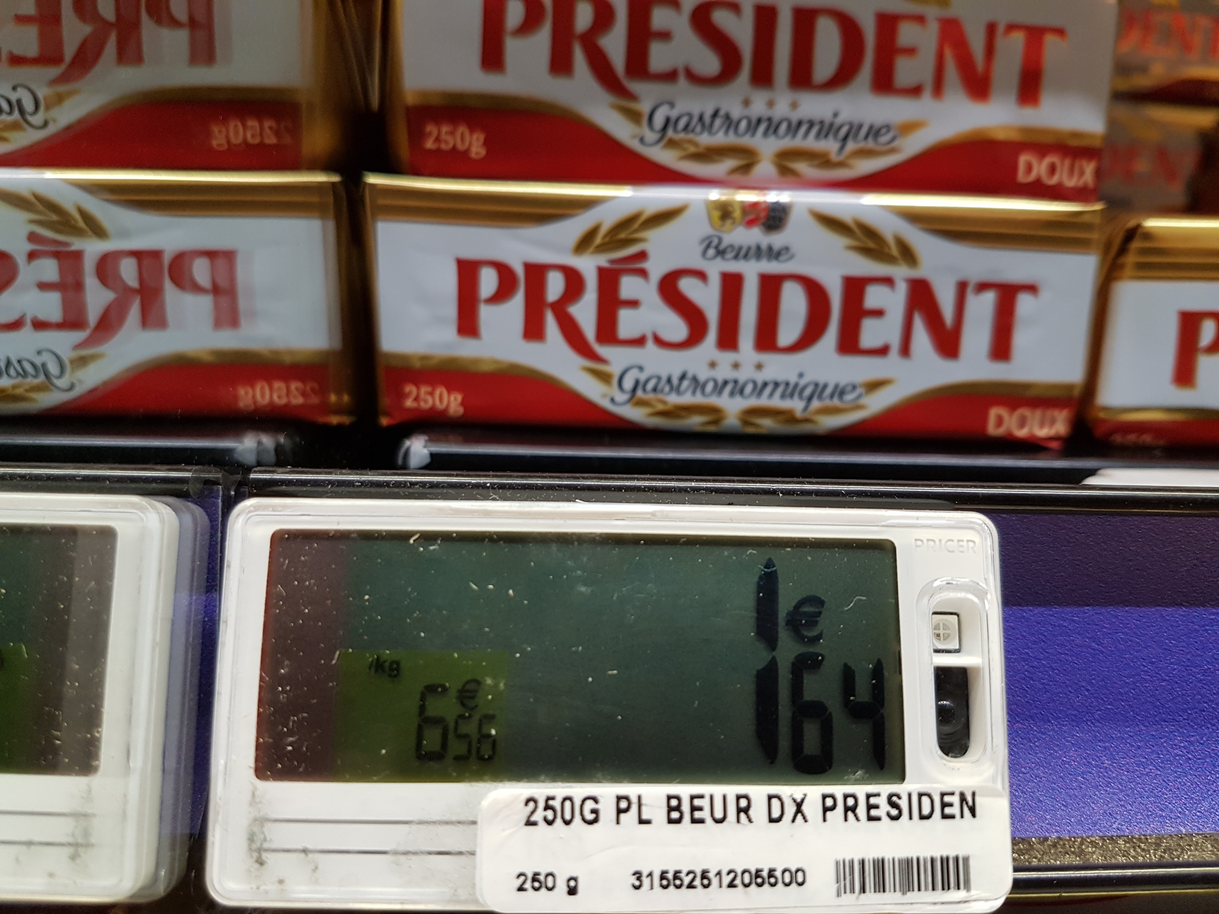 Това е френската цена в евро на френското масло, което у нас струва над 8 лева. Снимка: Венко Кънев