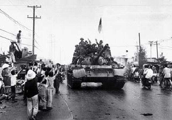 Посрещане на Освободителната армия в Да Нанг през април 1975 г.