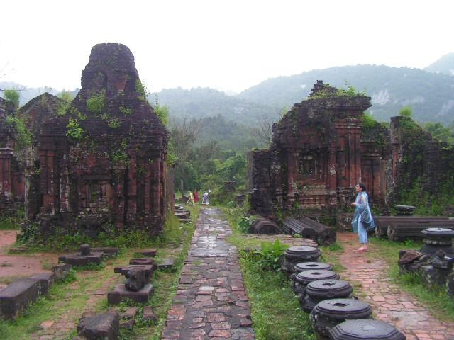 Кът от руините на Ми Шон. Снимка: Къдринка Къдринова