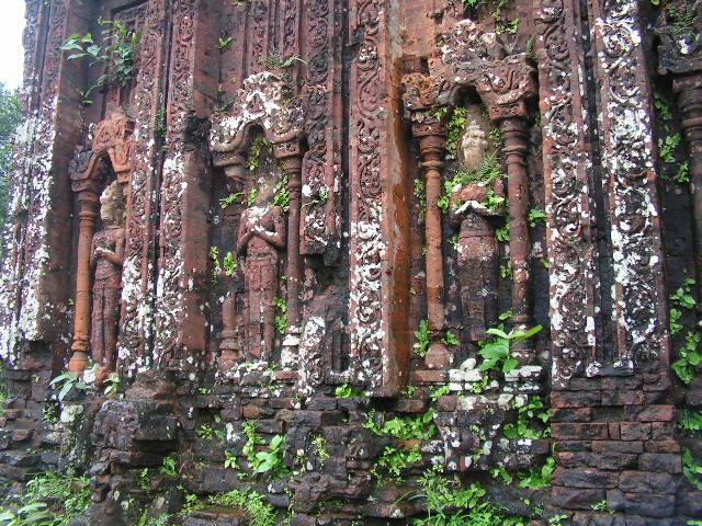 Част от уникалните барелефи в Ми Шон. Снимка: Къдринка Къдринова