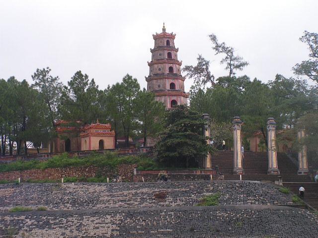 Пагодата Тиен Му на брега на Ароматната река. Снимка: Къдринка Къдринова