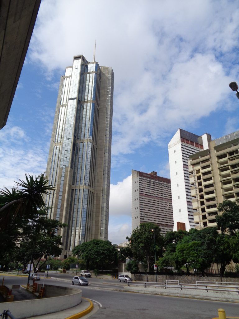 Ето го единият от небостъргачите близнаци на Каракас. Снимка: Къдринка Къдринова