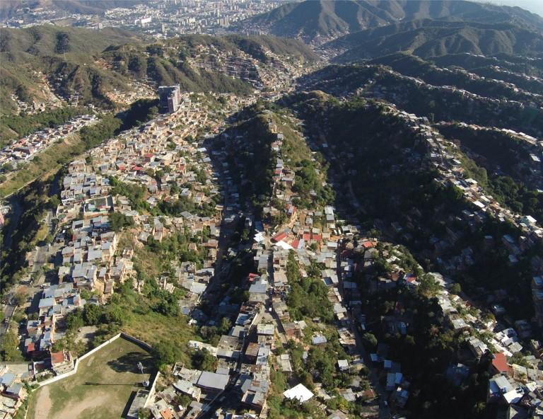 Тези квартали започват да възникват стихийно в годините на бързата урбанизация–през 60-те, 70-те, 80-те, когато бедняците идват да търсят по-добър живот в столицата, но акумулират само още повече мизерия, социални контрасти, престъпност, отчаяние...