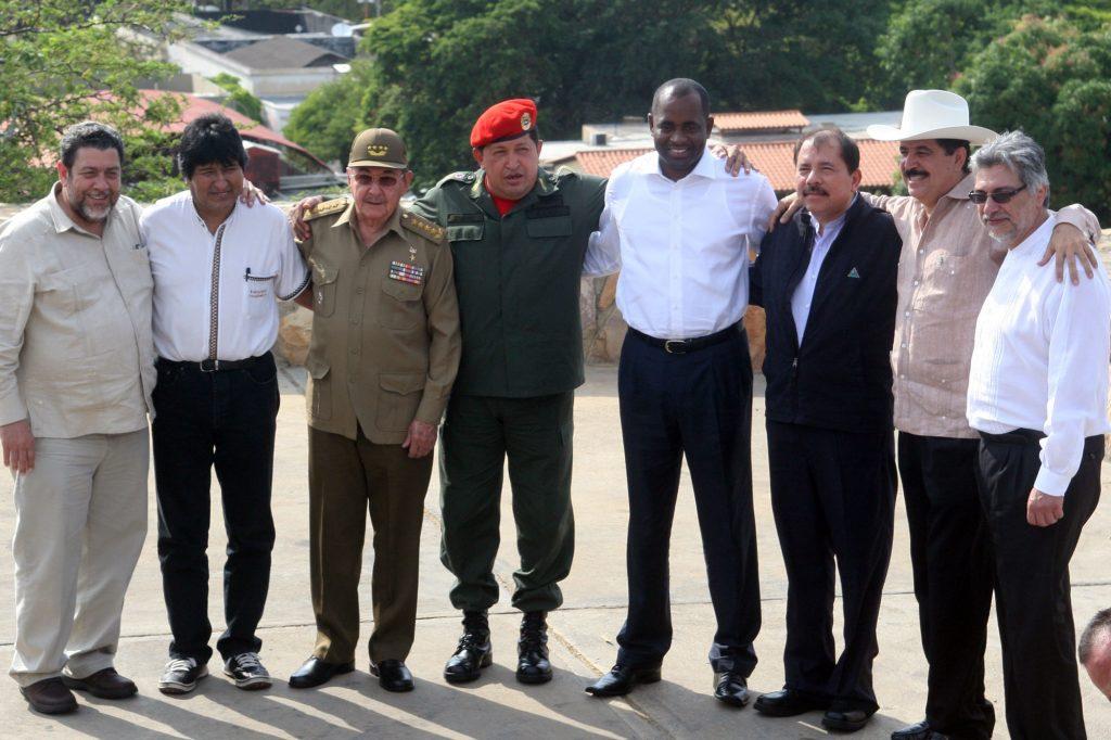 """Чавес става и мотор на интеграцията между правителствата от т. нар. """"лява вълна"""" в Латинска Америка, лансирайки заедно с кубинския лидер Фидел Кастро инициативата ALBA (Боливарска алтернатива за нашата Америка), а по-късно и CELAC (Общност на държавите от Латинска Америка и Карибието)."""
