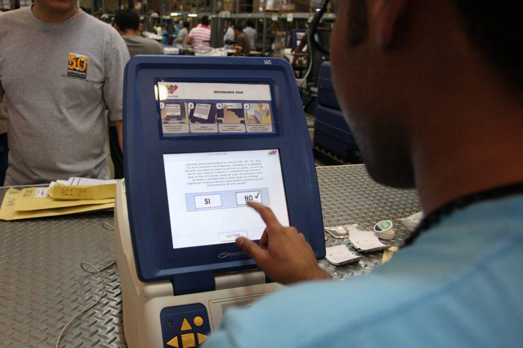 Венесуелската система за машинно гласуване е призната от международни експерти за една от най-сигурните и прозрачни в света, изключваща фалшификации