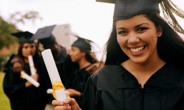 Около 3 милиона са студентите, които днес се обучават в 260-те безплатни обществени университета във Венесуела.