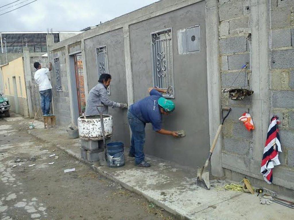 Жителите на укрепваните квартали сами извършват ремонтите с отпуснатите им материали