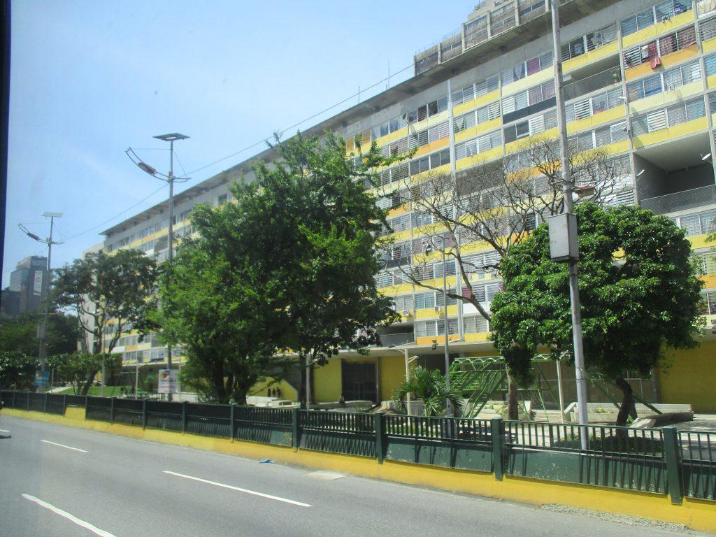 """Ето още един блок по Мисия """"Жилище"""" в центъра на Каракас. Снимка: Къдринка Къдринова"""