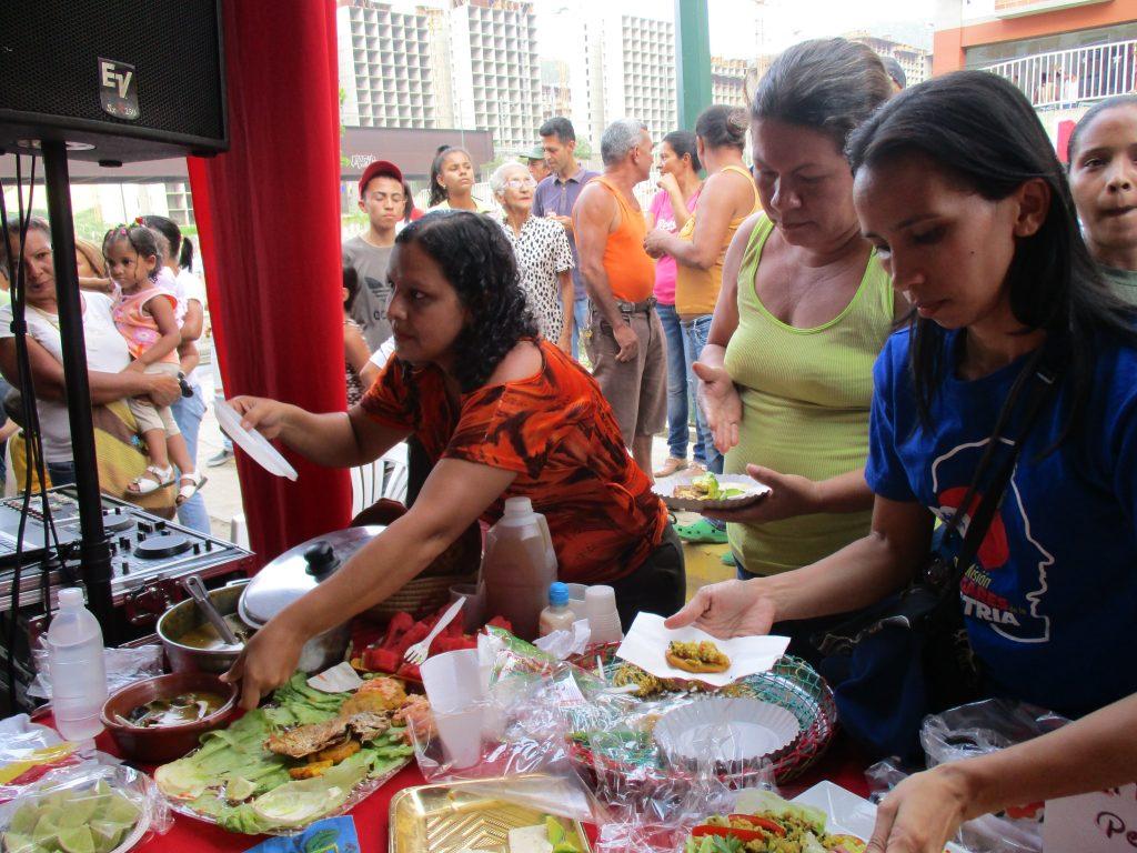 Новодомките ни нагостиха с приготвени от тях венесуелски специалитети. Снимка: Къдринка Къдринова