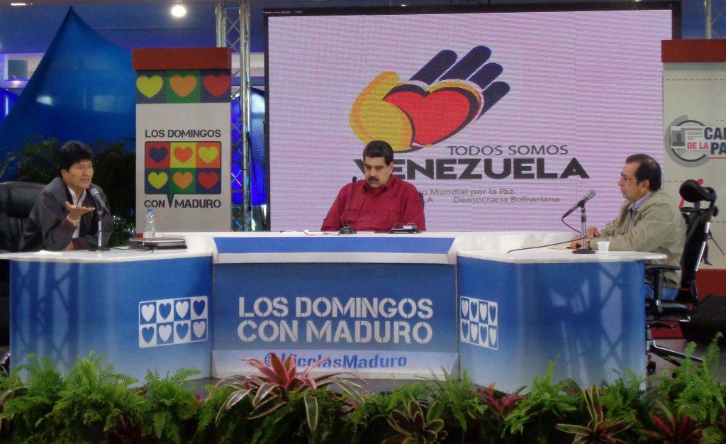 """Ево Моралес, Николас Мадуро и Адан Чавес (отляво надясно) по време на 4-часовата им среща с участниците във форума """"Всички сме Венесуела"""" в конферентна зала на планината Уарайра Репано. Снимка: Къдринка Къдринова"""