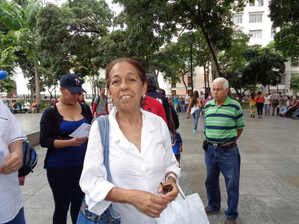 """Много хора в Каракас ни споделяха облекчението си, че обстановката се е успокоила, че по улиците вече не вилнеят """"качулатите насилници"""" и """"заблудените момчета"""", както често наричаха демонстрантите. Снимка: Къдринка Къдринова"""