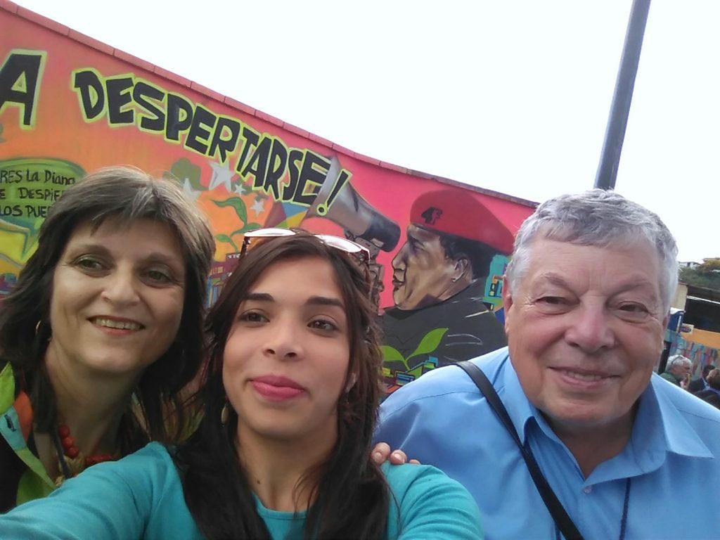 Придружителката на българската делегация Дубраска Ернандес заедно с Виктор Простов и с мен.