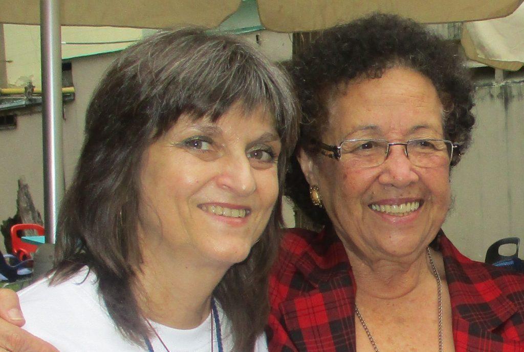 Мария Леон и авторката. Снимка: Виктор Простов