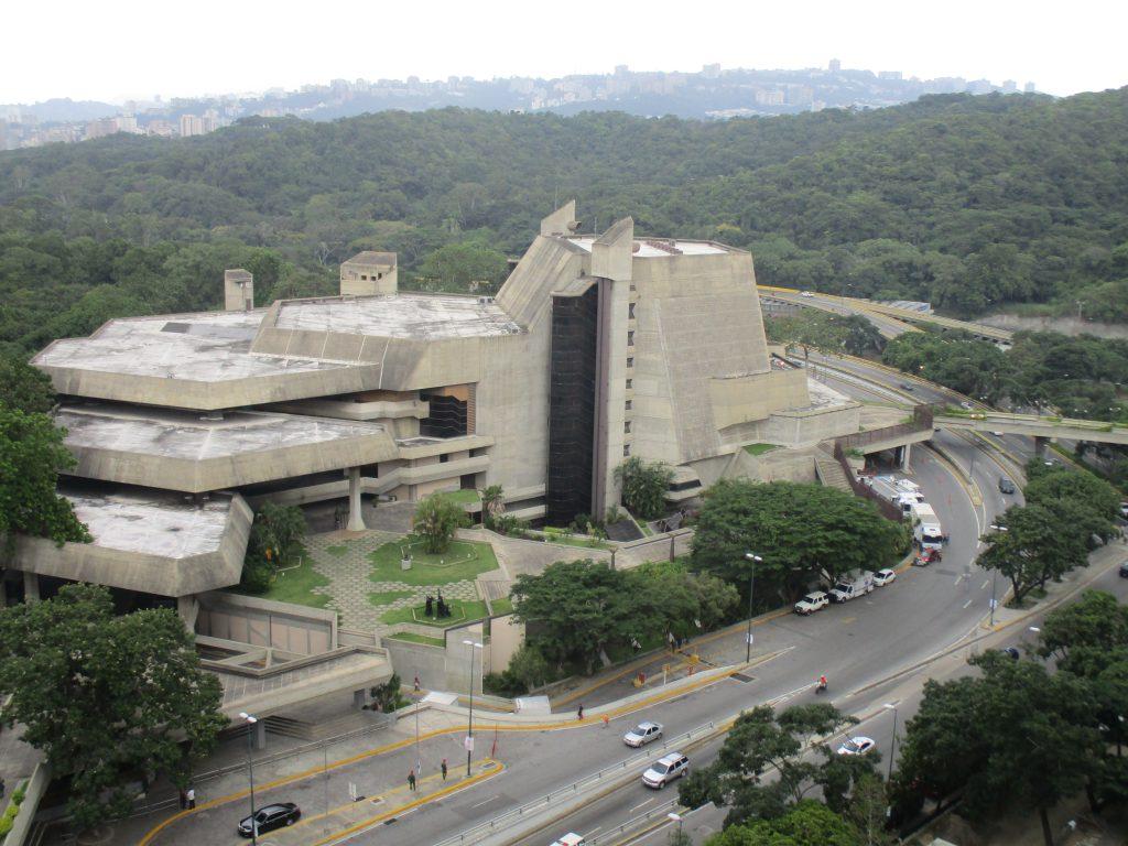 """Поглед към театъра """"Тереса Кареньо"""" от разположения точно срещу него хотел """"Алба Каракас"""", в който бяхме настанени повечето от делегатите. Снимка: Къдринка Къдринова"""