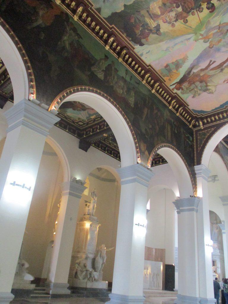 Вътрешното оформление на Пантеона е подчинено на духа на почит и преклонение пред героите. Снимка: Къдринка Къдринова