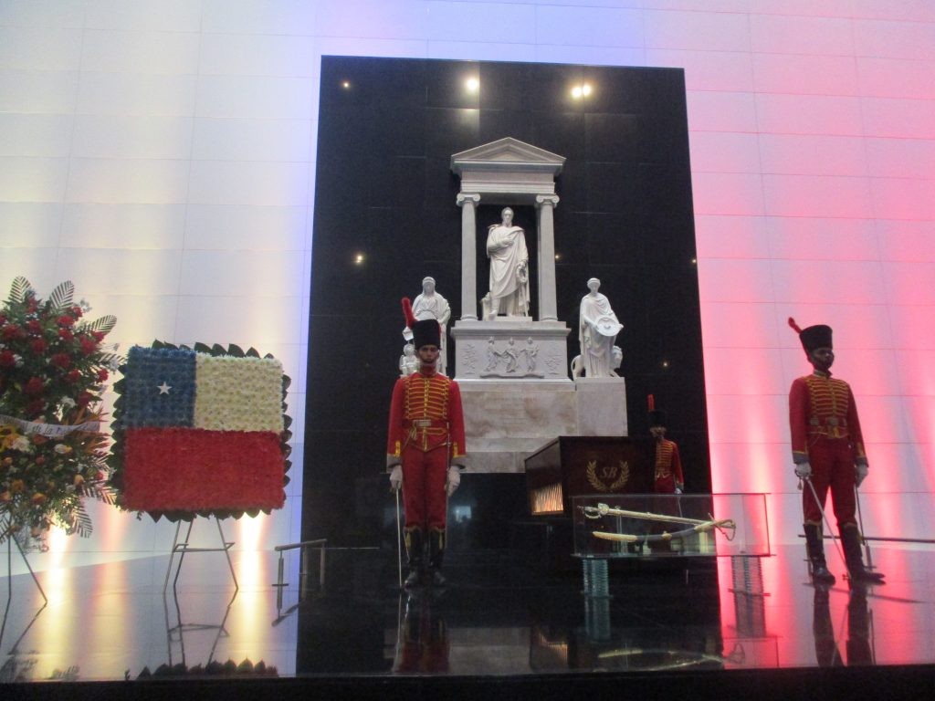 От 2013 г. новият, инкрустиран със злато ковчег с останките на Боливар е положен в новоизградената междувременно специална и внушителна гробница. Снимка: Къдринка Къдринова