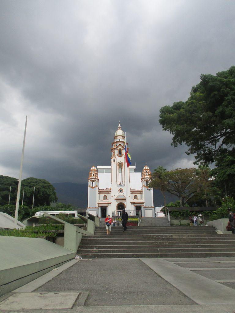 """Пантеонът стои на възвишение в квартал Алтаграсия на община Либертадор (""""Освободител"""") в Каракас. Снимка: Къдринка Къдринова"""
