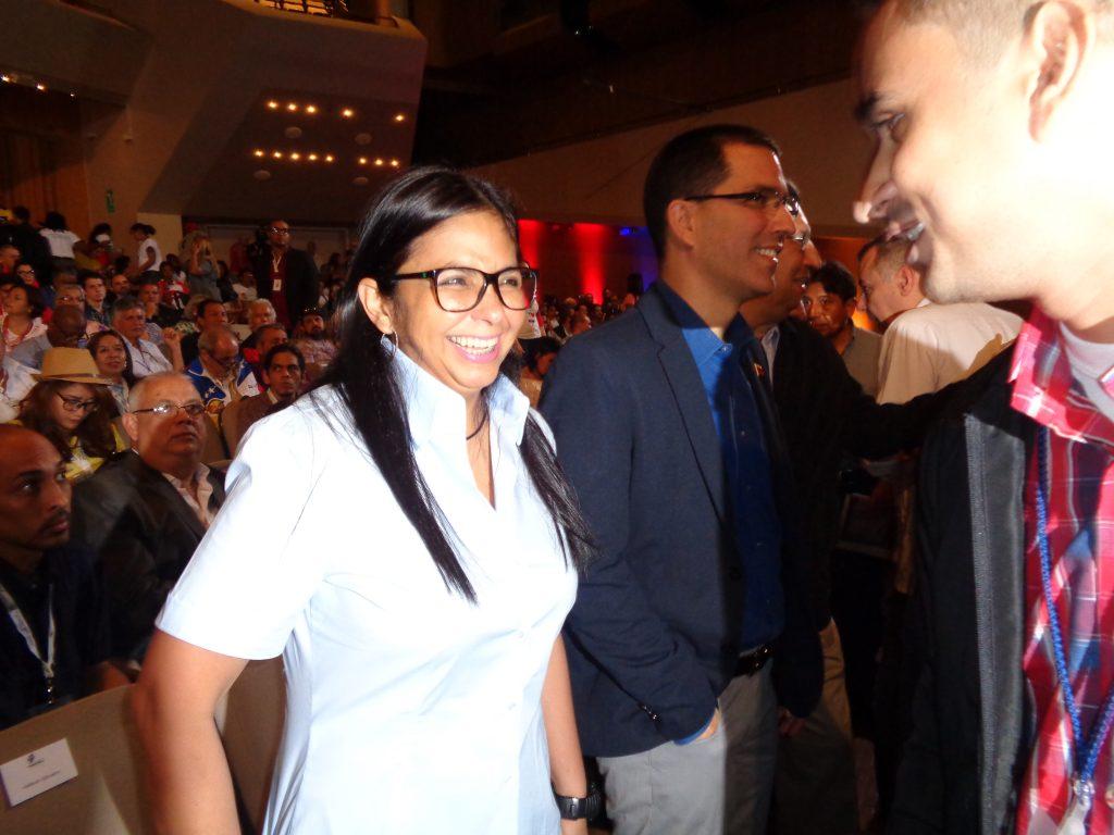 Председателката на Националното конституционно събрание Делси Родригес с удоволствие общуваше и пряко с делегатите. Снимка: Къдринка Къдринова