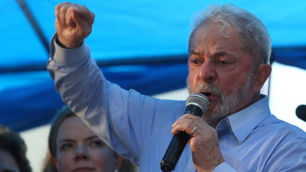 Лула е решен да се бори срещу съдебните атаки и да участва в президентската надпревара наесен. Снимка: El Pais