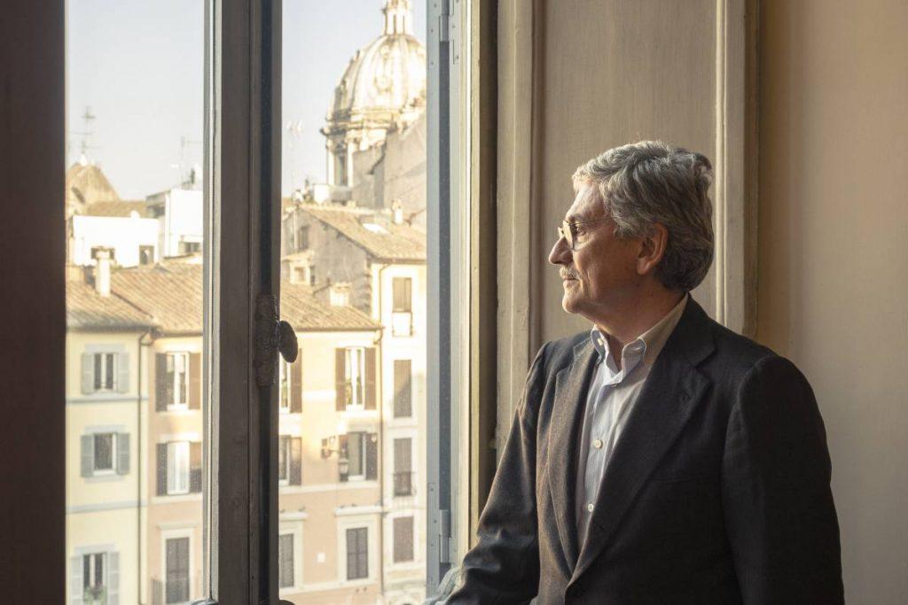 Масимо Д'Алема с поглед към Рим от кабинета си. Снимка: El Pais