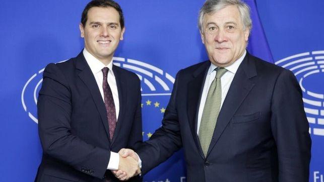 """Председателят на Европарламента Антонио Таяни помага на Алберт Ривера да укрепва имиджа си на """"европейски политик"""". Снимка: El Diario"""