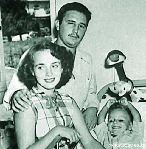 Мирта Диас-Баларт, Фидел Кастро и малкият Фиделито в вачалото на 50-те. Снимка: TheCubanHistory