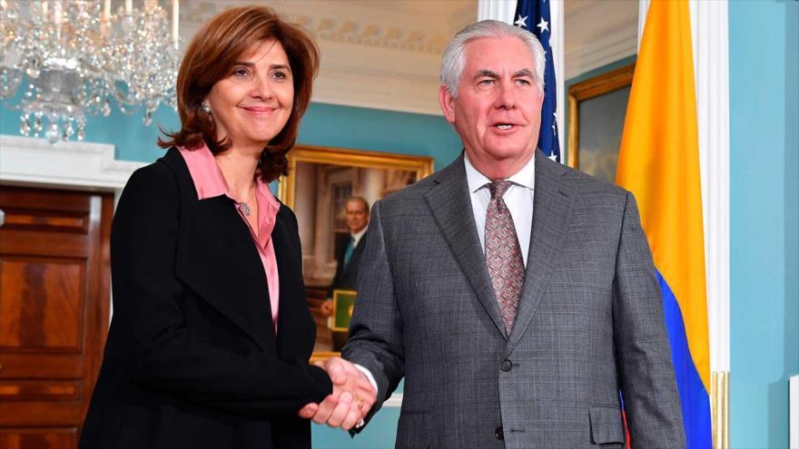 Колумбийската външна министърка Мария Авхела Олгин с американския си колега Рекс Тилерсън. Снимка: HispanTV