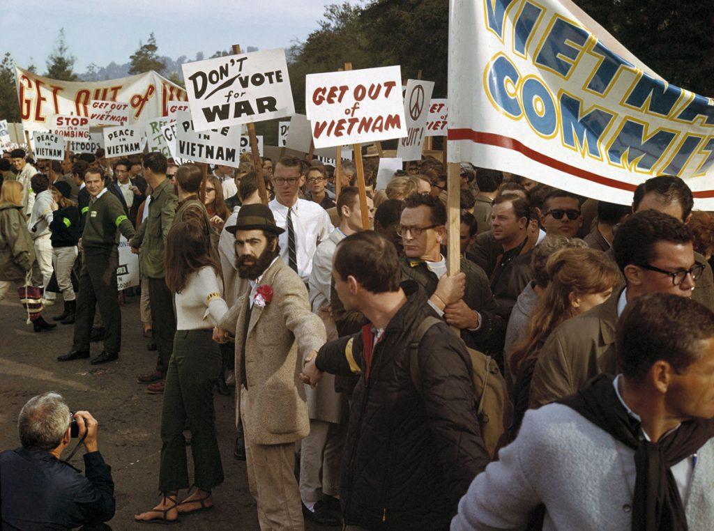 Протест срещу войната във Виетнам в Бъркли, Калифорния. Снимка: архив