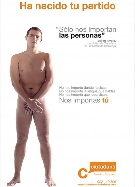 """Прочутият гол плакат на Алберт Ривера от първите му избори начело на новата тогава """"Сюдаданос"""" за местния каталунски парламент през 2006 г. На плаката пише: """"Роди се твоята партия. Интересуват ни само личностите. Не ни интересува къде си се родил. Не ни интересува какъв език говориш. Не ни интересува какви дрехи носиш. Интересуваш ни ти""""."""
