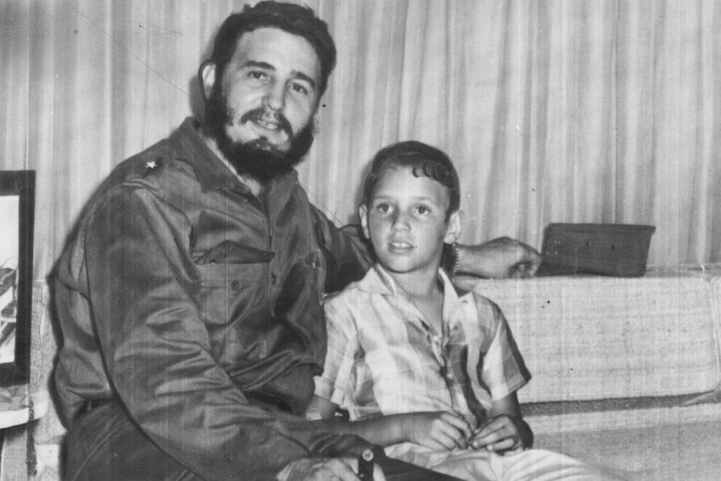 Фидел Кастро с Фиделито в Хавана в началото на 60-те. Снимка: TheCubanHistory