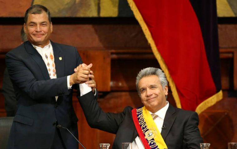 Рафаел Кореа (вляво) подкрепи избирането на Ленин Морено за президент на Еквадор и се оттегли, спокоен, че социалният модел ще продължи. Но поел властта, Морено се обърна на 180 градуса и форсира социални орязвания. Снимка: mercopress