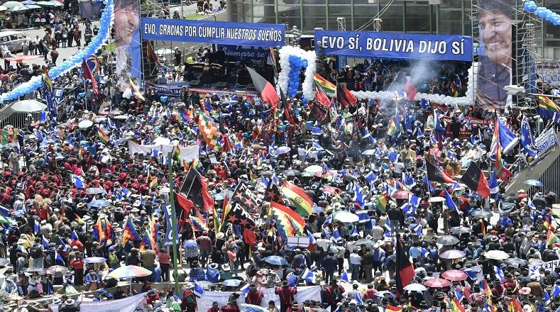 Още един момент от митинга в подкрепа на Ево Моралес в Ла Пас. Снимка: Rsumen Latinoamericano