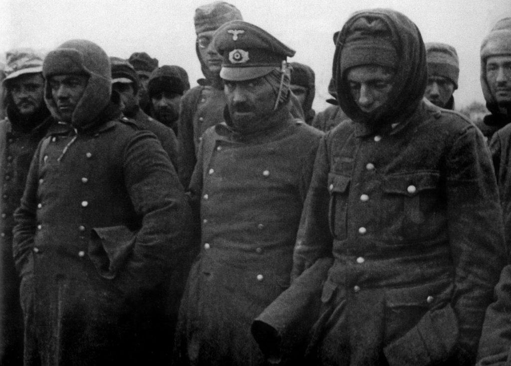 Пленени немски войници и офицери край Сталинград. Снимка: РИА