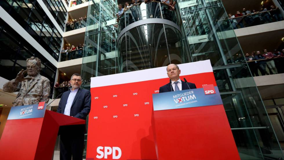 Така бяха оповестени резултатите от вътрешното гласуване в ГСДП в партийната ѝ централа. Снимка: EFE
