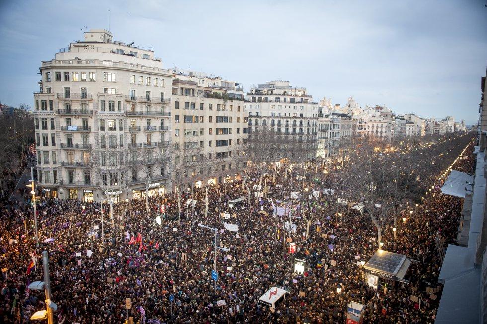 В Барселона в осмомартенския протест участваха около 600 000 души. Снимка: El Pais