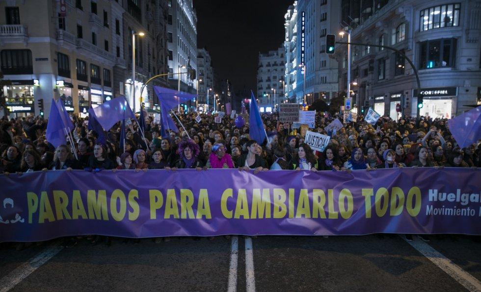 """""""Стачкуваме, за да променим всичко"""" бе един от най-популярните лозунги в протеста на испанките. Снимка: El Pais"""