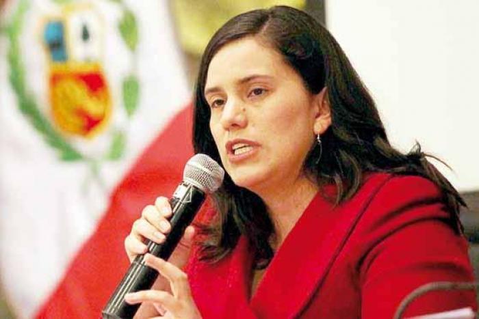 """Вероника Мендоса от """"Ново Перу"""" призовава не само за предсрочни избори, но и за смяна на системата, която постянно възпроизвежда корумпирани политици. Снимка: Radio La Beta"""