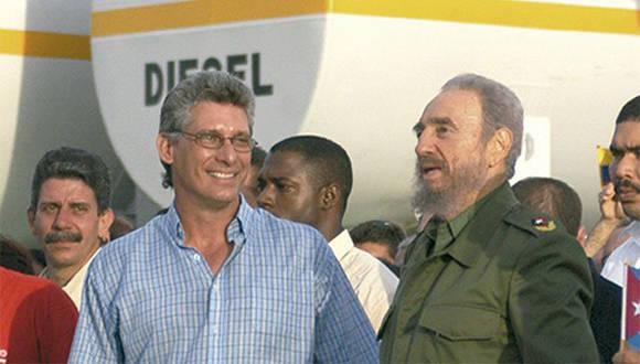 Като раководител на ККП в Олгин Диас-Канел посреща и Фидел Кастро при идванията му в провинцията. Снимка: cubadebate